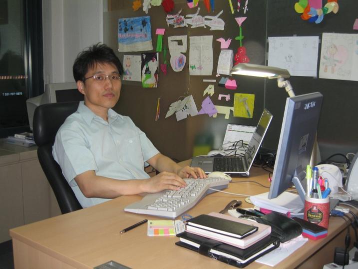 http://www.javadom.com/images/onmydesk-20070525.jpg
